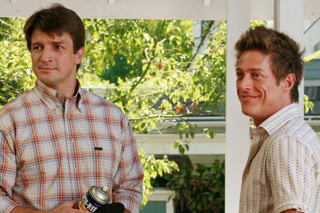 Freuen sich schon auf die bevorstehende Halloweenparty: Adam (Nathan Fillion, l.) und Lee (Kevin Rahm, r.) ... - Bildquelle: ABC Studios