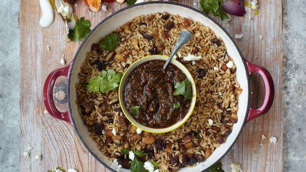 Jamies Hähnchen Fajitas mit Paprika, Salsa, Reis und Bohnen sind einfach zum...