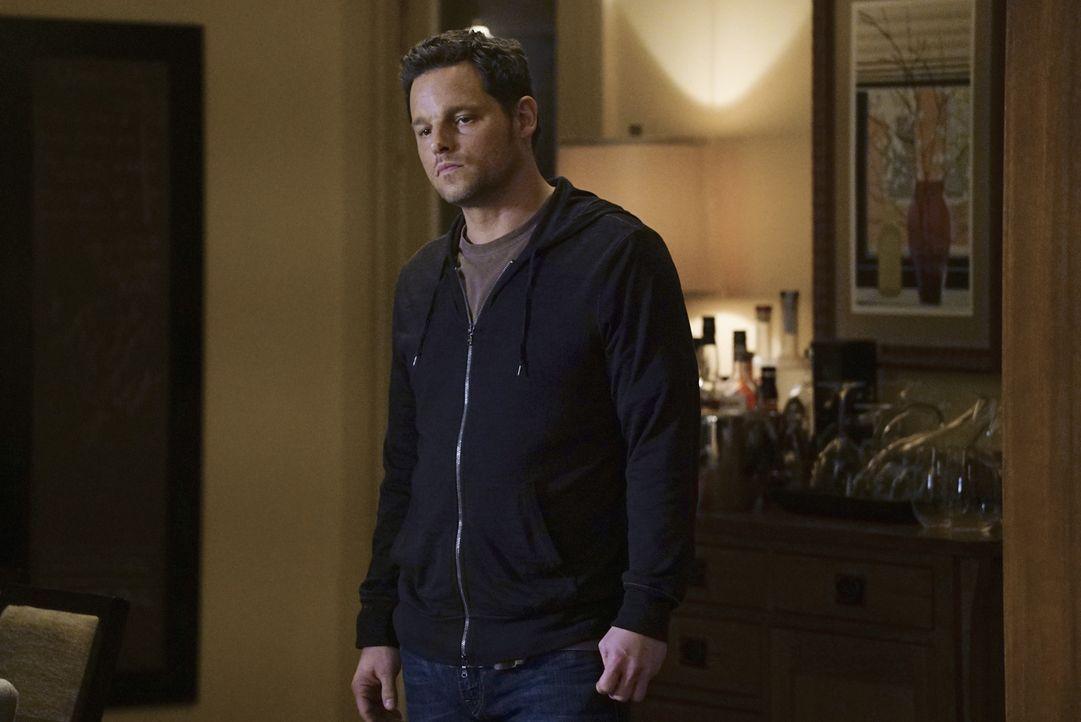 Alex (Justin Chambers) steht Meredith zur Seite, während sich Owen bei Amelia für sein Verhalten entschuldigen möchte ... - Bildquelle: Richard Cartwright ABC Studios