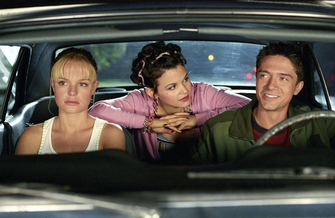 Rosalees (Kate Bosworth, l.) großer Traum ist es, einmal Filmstar Tad Hamilton kennen zu lernen. Die große Chance scheint gekommen, als bei einem Ge... - Bildquelle: 2004 DreamWorks LLC. All Rights Reserved.
