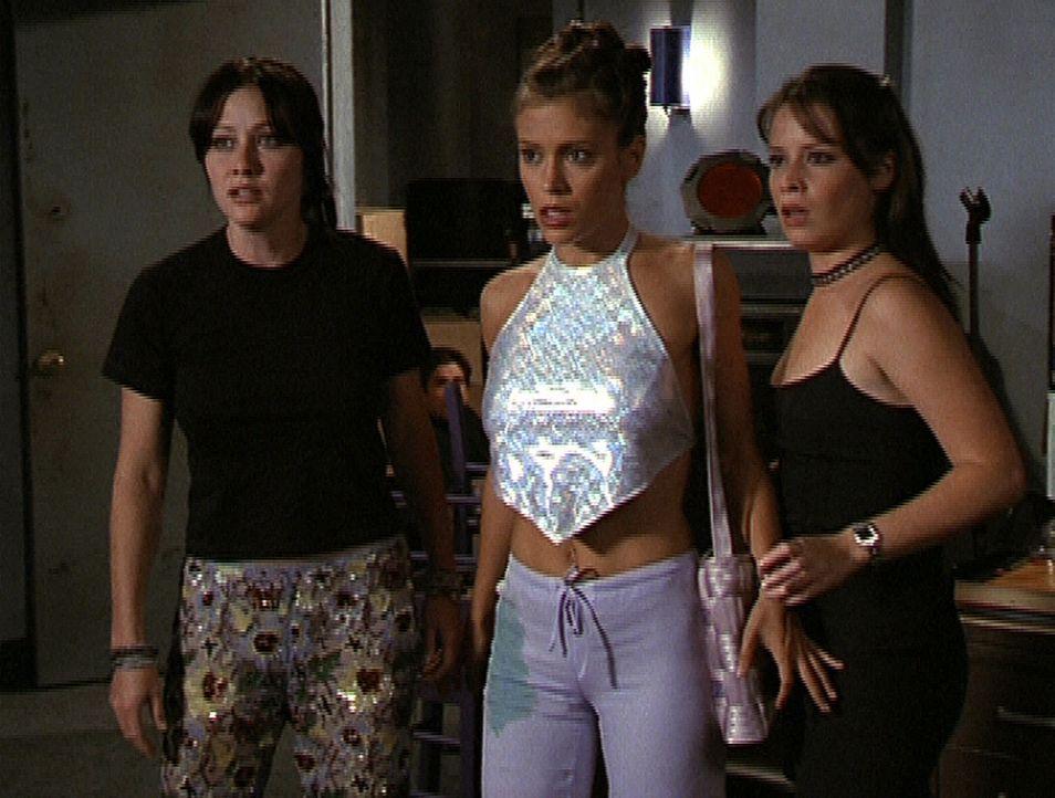 Prue (Shannen Doherty, l.), Phoebe (Alyssa Milano, M.) und Piper (Holly Marie Combs, r.) sind entsetzt über Leos Vorschlag ... - Bildquelle: Paramount Pictures