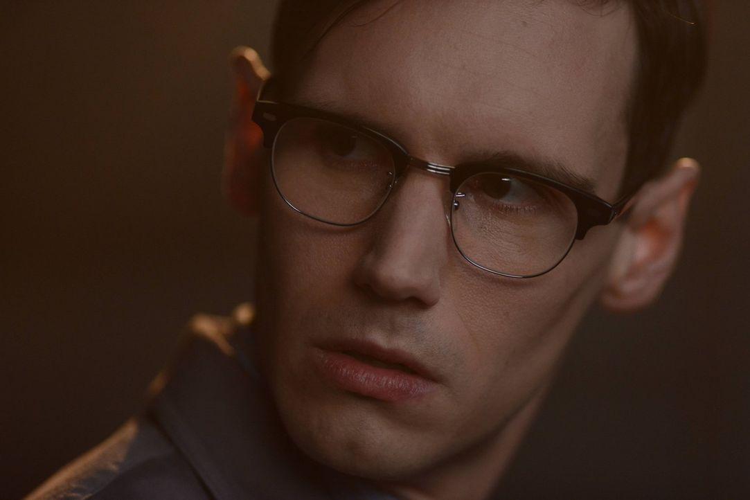Während Gordon sich mit den Maniax' auseinandersetzen muss, ist Edward Nygma (Cory Michael Smith) weiter von Kristin Kringle angetan ... - Bildquelle: Warner Brothers