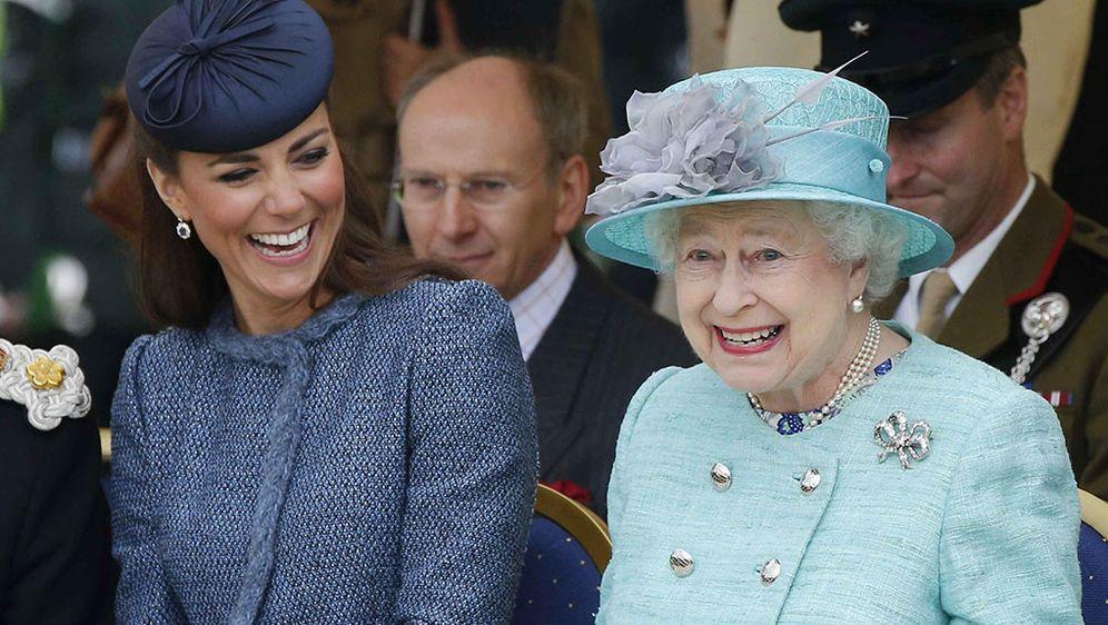Kate Middleton Will Sich Beliebt Machen Partnerlook Mit Queen