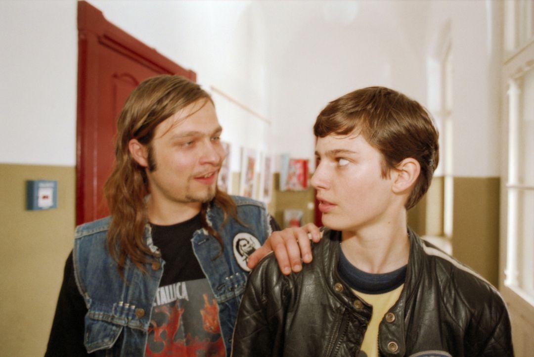 Schon nach kurzer Zeit kann Luka (Jana Straulino, r.) die Jungen für sich einnehmen. Für Maus (Tim Sander, l.) und ihre Zimmergenossen ist sie nämli... - Bildquelle: Gordon Mühle ProSieben