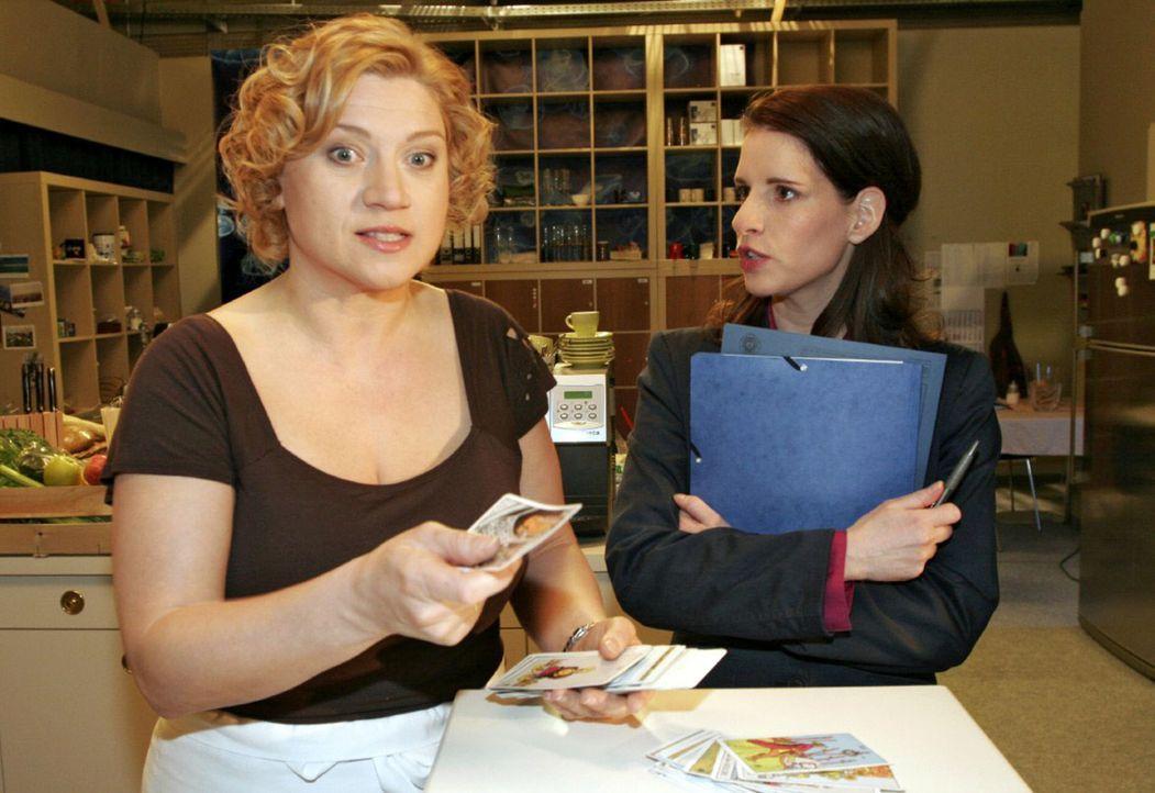 Agnes (Susanne Szell, l.) platzt der Kragen, als Inka (Stefanie Höner, r.) ihre langjährige Freundschaft in Frage stellt. - Bildquelle: Noreen Flynn Sat.1