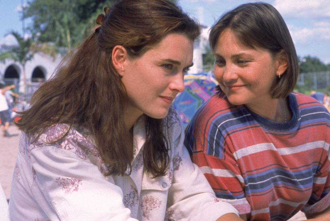 Ihr Wunsch vom gemeinsamen Baby ist endlich in Erfüllung gegangen. Janine Nielssen (Brooke Shields, l.) und Sandy Cataldi (Cherry Jones, r.) können... - Bildquelle: CPT Holdings, Inc.  All Rights Reserved.