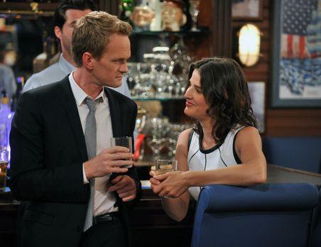 How I Met Your Mother - Kurz vor der Hochzeit setzen sich Barney (Neil Patric...