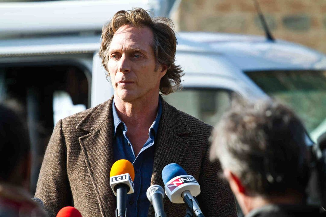 Nutzt eine Pressekonferenz, um einen Serienkiller aus der Reserve zu locken: Carl Hickman (William Fichtner) ... - Bildquelle: Adriana Yankulova 2013 Tandem Productions GmbH, TF1 Production SAS. All rights reserved.