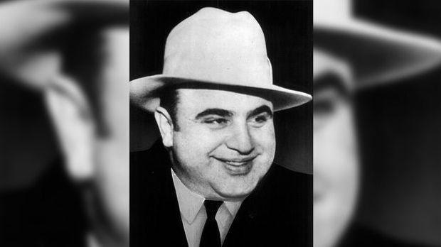 Al Capone ist eitel. Der Gangsterboss lässt sich grundsätzlich nie von links...