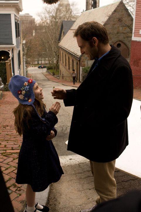 Der schwer herzkranke Terry (Josh Lucas, r.) kümmert sich als alleinerziehender Vater rührend um seine kleine, an einer unheilbaren Knochenkrankheit...