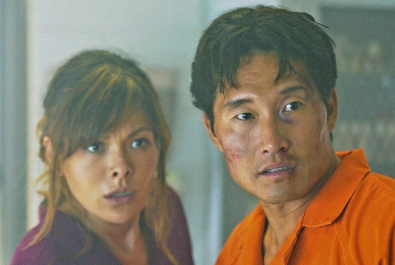 Ihr Leben steht auf dem Spiel: Chin (Daniel Dae Kim, r.) und Leilani (Lindsay Price, l.) ... - Bildquelle: 2012 CBS Broadcasting, Inc. All Rights Reserved.