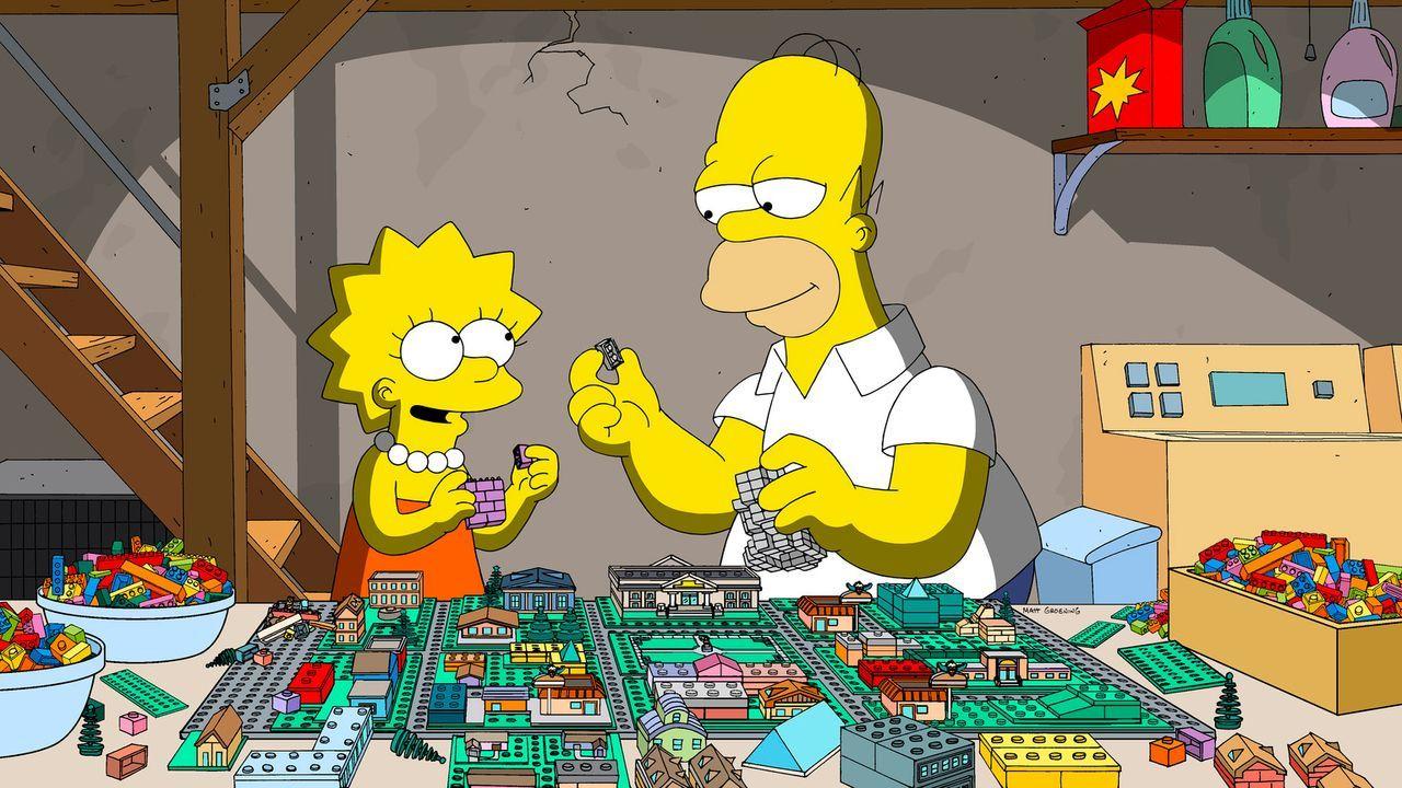 Glücklich in der Lego-Welt: Als Lisa (l.) noch kleiner war, hat sie gerne mit ihrem Vater Homer (r.) Lego gespielt, doch mittlerweile ist sie lieber... - Bildquelle: 2013 Twentieth Century Fox Film Corporation. All rights reserved.