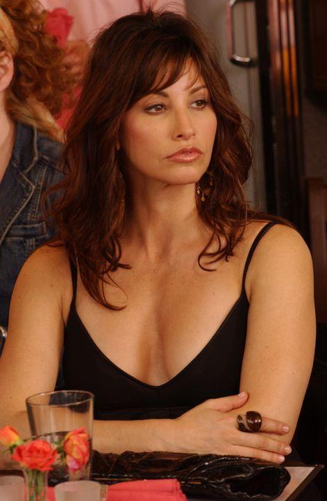 Valerie (Gina Gershon) weiß genau, dass sie bezaubernd aussieht ... - Bildquelle: 2007 Sony Pictures Television Inc. All Rights Reserved