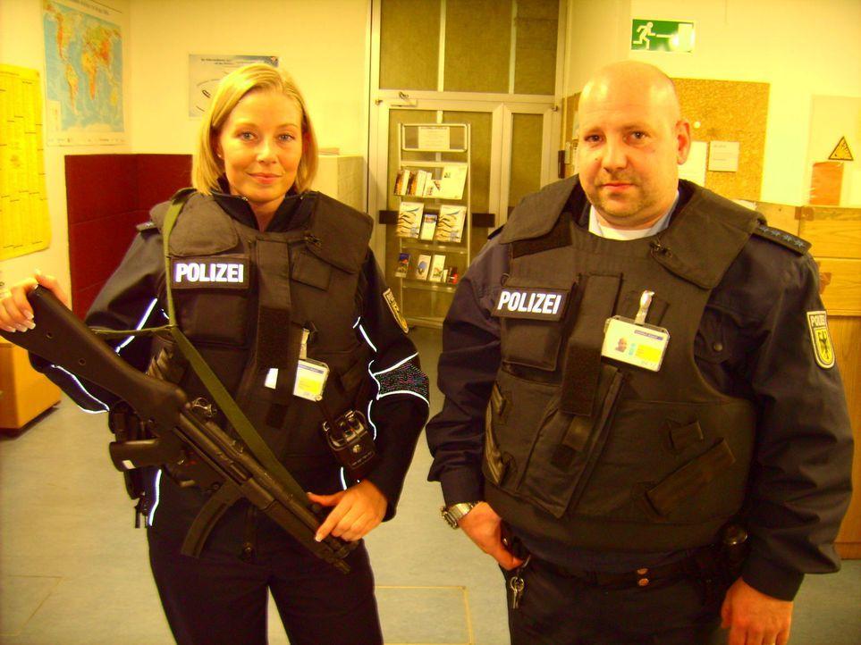 Mehr als 30.000 Polizisten sorgen für Ordnung und Sicherheit auf Autobahnen, Flughäfen, Bahnanlagen und öffentlichen Plätzen. Julia Backmeister... - Bildquelle: kabel eins