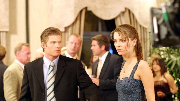 Als Luke (Chris Carmack, l.) Marissa (Mischa Barton, r.) und Ryan zusammen si...