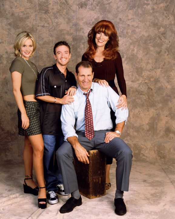 (11. Staffel) - Eine schrecklich nette Familie: (v.l.n.r.) Kelly (Christina Applegate), Bud (David Faustino), Peggy (Katey Sagal) und Al Bundy (Ed O... - Bildquelle: 1996, 1997 ELP Communications. All Rights Reserved.