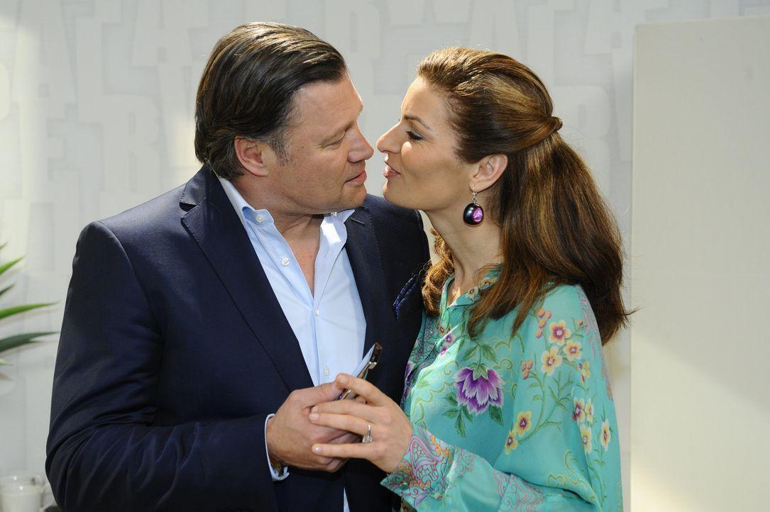 Sind glücklich miteinander: Richard (Robert Jarczyk, l.) und Natascha (Franziska Matthus, r.) - Bildquelle: SAT.1