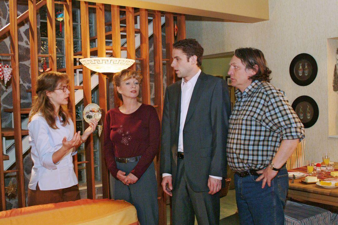 Jetzt reicht's! Zum Entsetzen ihrer Eltern Helga (Ulrike Mai, 2.v.l.) und Bernd (Volker Herold, r.) setzt Lisa (Alexandra Neldel, l.) Max (Alexander... - Bildquelle: Sat.1