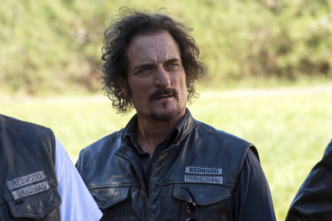 Die Affäre mit Venus gesteht er sich nur halb ein, dennoch wird Tig (Kim Coates) bei Beleidigungen gegen sie wahnsinnig ... - Bildquelle: Prashant Gupta 2013 Twentieth Century Fox Film Corporation and Bluebush Productions, LLC. All rights reserved.