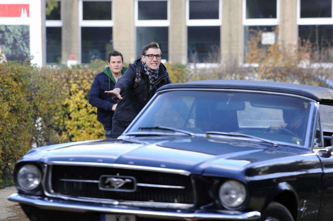 Emma (Kasia Borek, r.) schockiert Timo (Rocco Stark, l.) und Hotte (Dennis Schigiol, M.) mit ihren Fahrkünsten ... - Bildquelle: Christoph Assmann SAT.1
