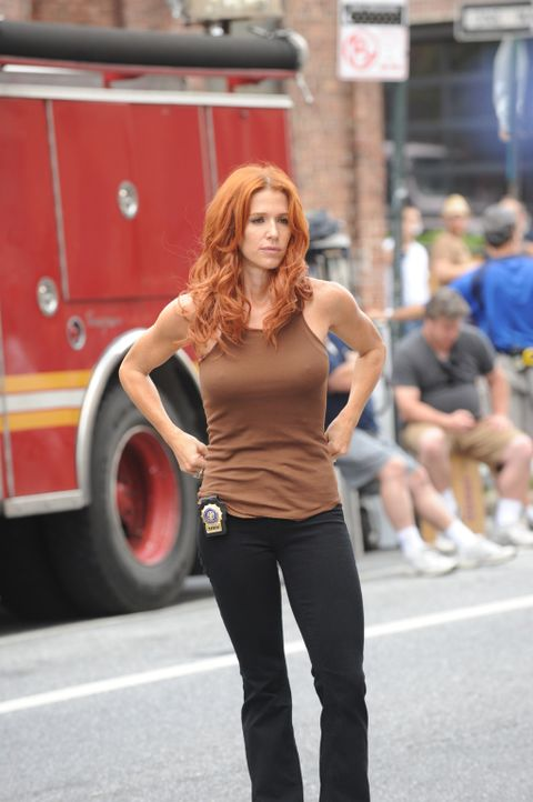 Versucht alles, um den Mörder von Peter Forrest, einen erfolgreicher Finanzmakler, zu fassen: Carrie (Poppy Montgomery) ... - Bildquelle: Sony Pictures Television Inc. All Rights Reserved.