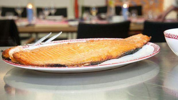 Gegrillter Lachs auf einem Teller