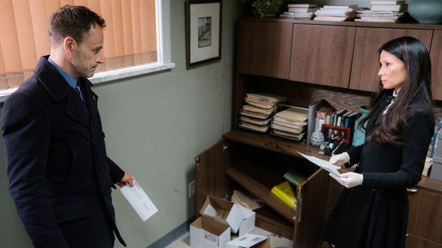 Als Watson (Lucy Liu, r.) von DEA-Ermittlern verdächtigt wird, illegal Rezept...