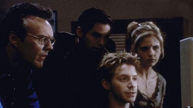 (v.l.n.r.) Giles (Anthony Stewart Head), Xander (Nicholas Brendon), Oz (Seth...