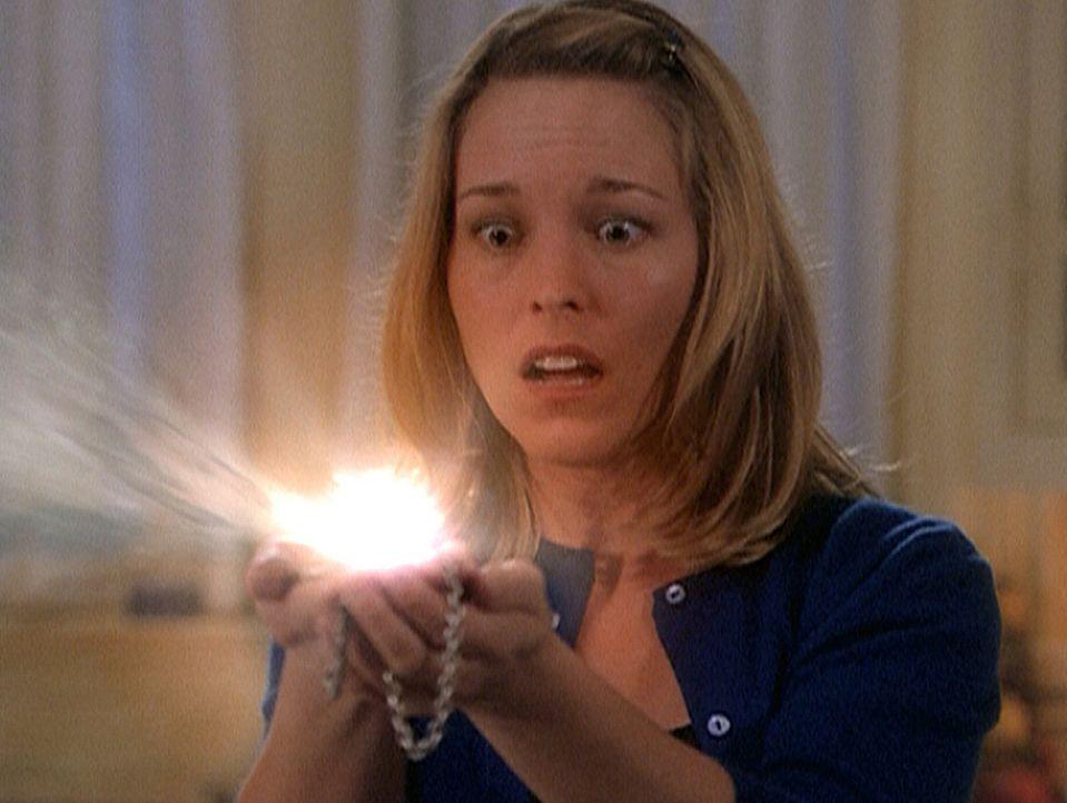 Melinda Warren (Tyler Layton) ist es in letzter Sekunde gelungen, den bösen Hexer wieder in das Medaillon zu bannen. - Bildquelle: Paramount Pictures