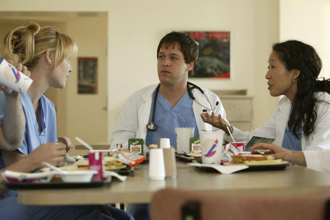 Neu in der Chirurgie des Seattle Grace Hospital: Isobel 'Izzie' Stevens (Katherine Heigl, l.), George O'Malley (T.R. Knight, M.) und Cristina Yang (... - Bildquelle: Touchstone Television