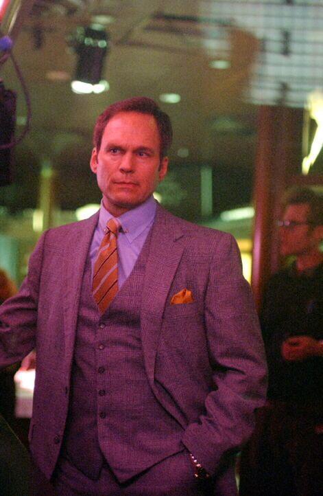 Im Jahre 1985: Der erfolgreiche Börsenmakler Charles Danville (William Bumiller) ahnt noch nicht, dass sein Leben bald ein Ende haben wird ... - Bildquelle: Warner Bros. Television