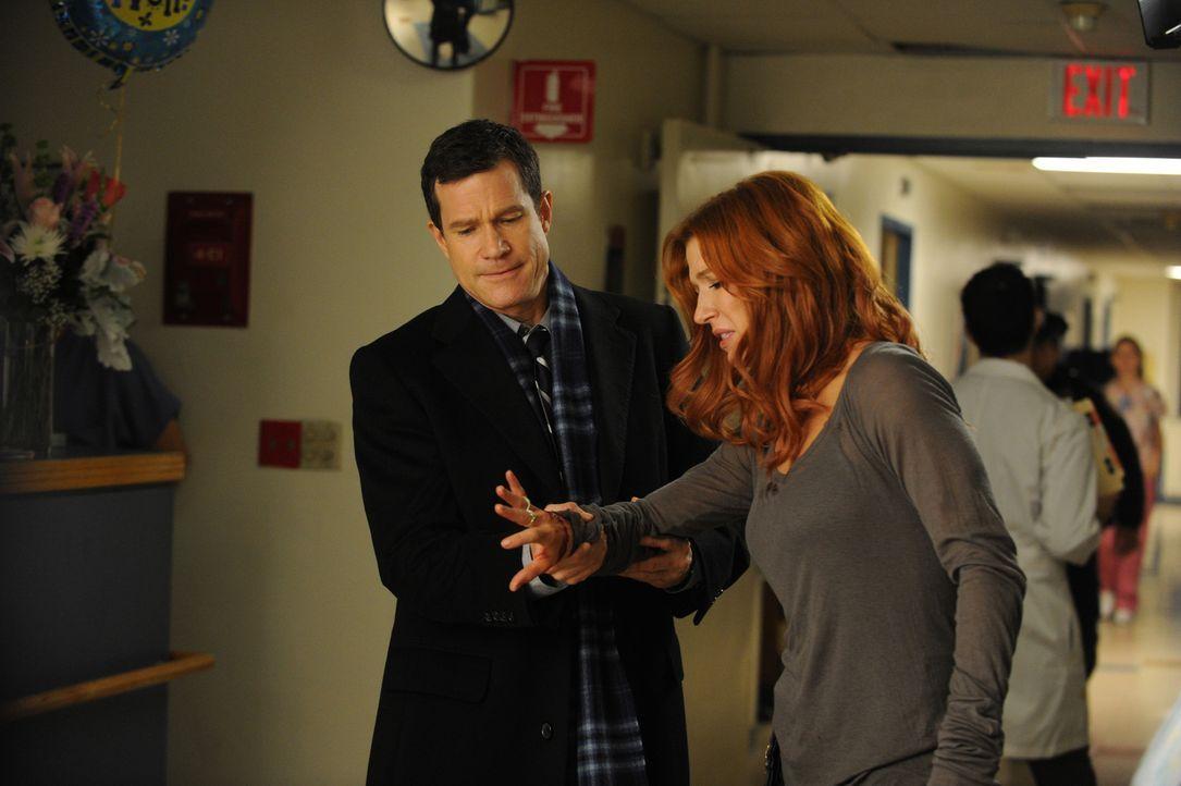 Ein neuer Mordfall beschäftigt Carrie (Poppy Montgomery, r.) und Al (Dylan Walsh, l.) ... - Bildquelle: 2011 CBS Broadcasting Inc. All Rights Reserved.