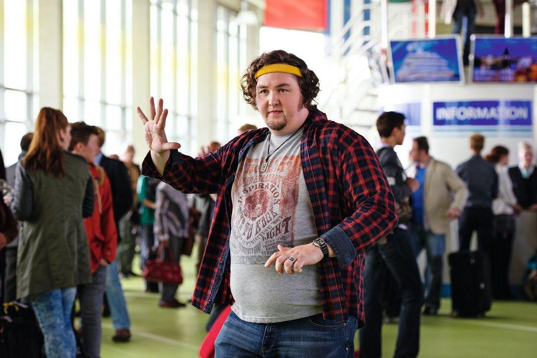 Hält Eddie wegen seines Verhaltens für verrückt: Hütte (Daniel Zillmann) ... - Bildquelle: Warner Brothers