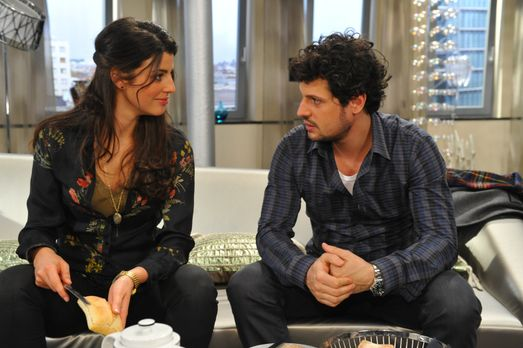 Anna und die Liebe - Carlas (Sarah Mühlhause, l.) Hoffnung, Lucas (Manuel Cor...