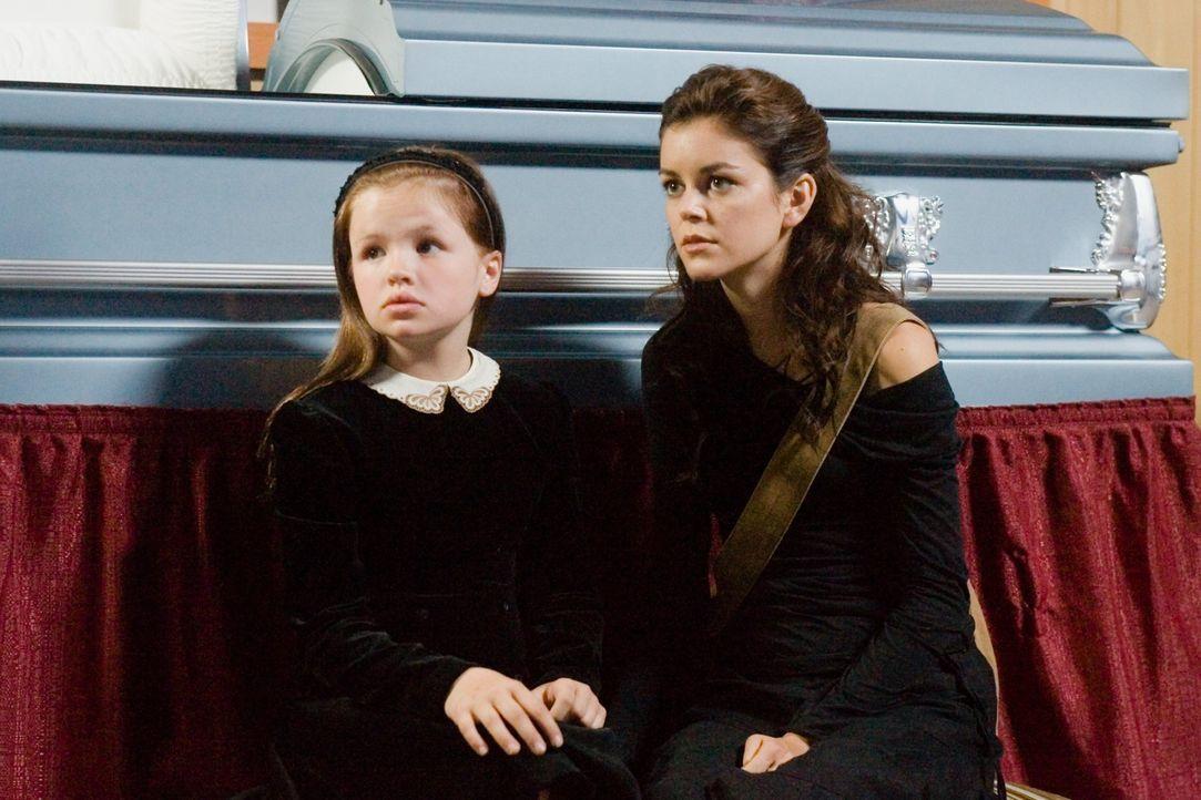 Als Christy (Nora Zehetner, r.) viele Jahre nach dem Unfall in ihr Heimatstädtchen heimkehrt, lernt sie ihre zauberhafte Nichte Amy (Jessica Amlee,... - Bildquelle: (2007) BY MTV FILMS AND PARAMOUNT PICTURES. ALL RIGHTS RESERVED.