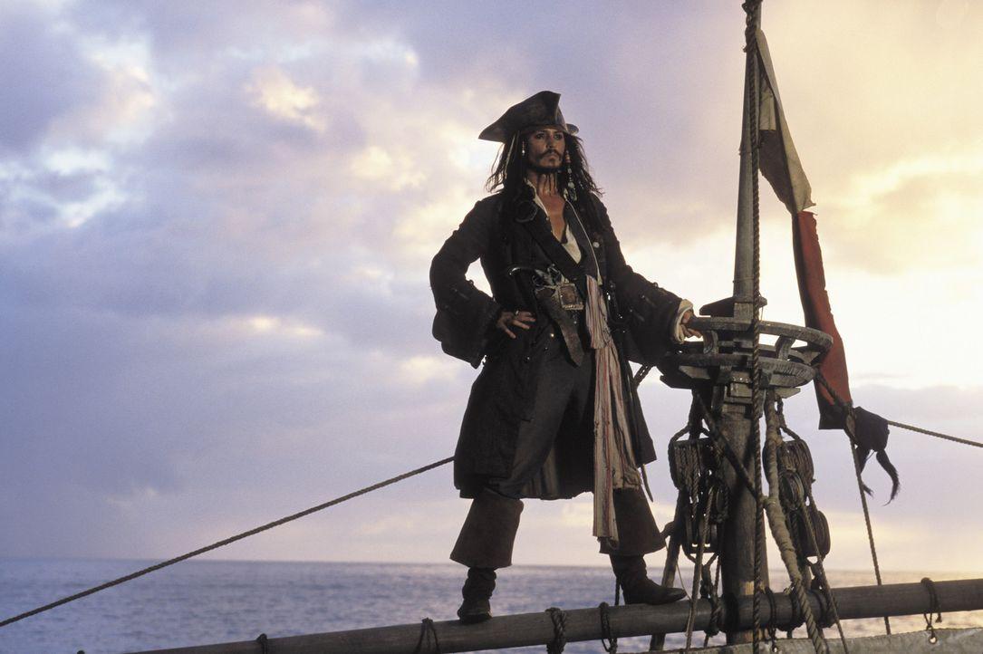 Captain Jack Sparrow (Johnny Depp) ist Pirat mit Leib und Seele und einem zweifelhaften Ruf. Als ihm von Captain Barbossa sein Schiff Black Pearl ge... - Bildquelle: Disney/ Jerry Bruckheimer