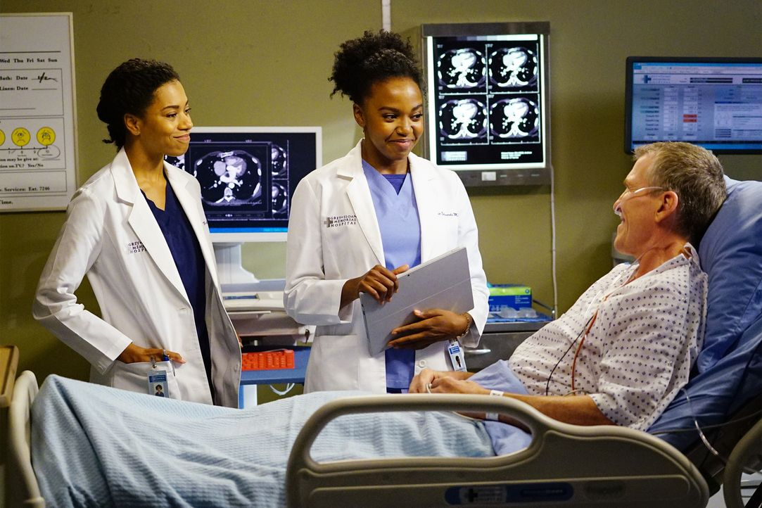 Maggie (Kelly McCreary, l.) und Stephanie (Jerrika Hinton, M.) kümmern sich um Andy (Don Williams, r.), während Weber um das Leben einer Patientin k... - Bildquelle: Richard Cartwright 2016 American Broadcasting Companies, Inc. All rights reserved.