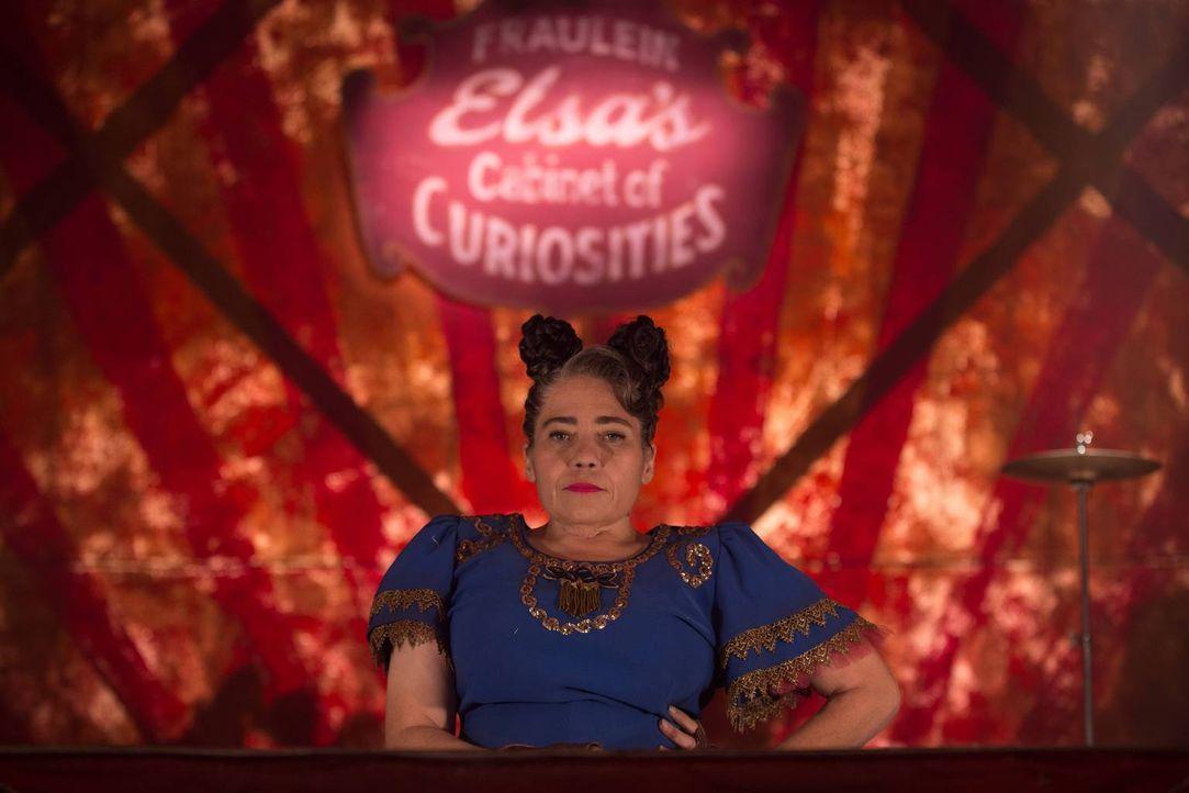 Dandy ist sich sicher, dass Suzi (Rose Siggins) und die anderen Freaks einfach nicht mehr interessant genug sind und darum keine Gäste mehr kommen.... - Bildquelle: 2014-2015 Fox and its related entities. All rights reserved.