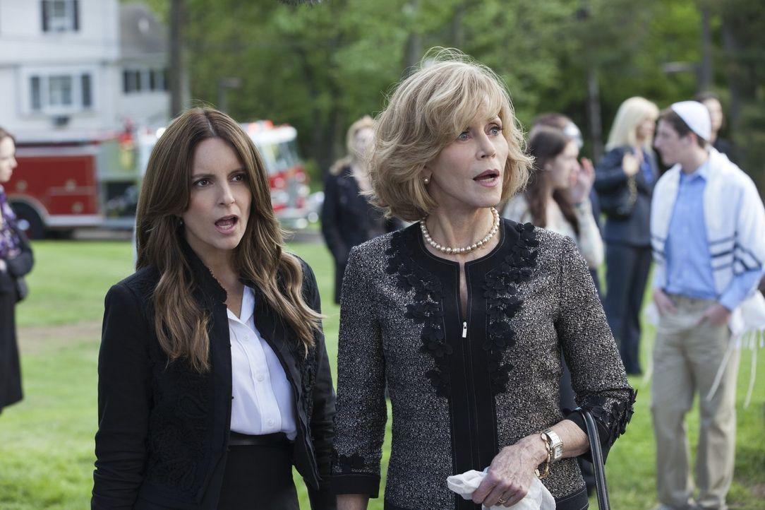 Das Chaos, dass die Männer der Altmann Familie immer wieder anrichten, können Wendy (Tina Fey, l.) und ihre Mutter (Jane Fonda, r.) überhaupt nicht... - Bildquelle: 2014 Warner Brothers