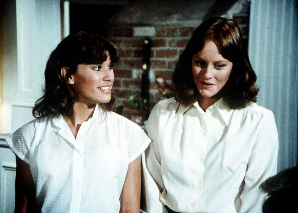 Erin (Mary Beth McDonough, r.) und ihre Schwester Mary Ellen (Judy Norton-Taylor, l.) beschließen, ihr Elternhaus in Waltons Mountain zu verlassen,... - Bildquelle: WARNER BROS. INTERNATIONAL TELEVISION