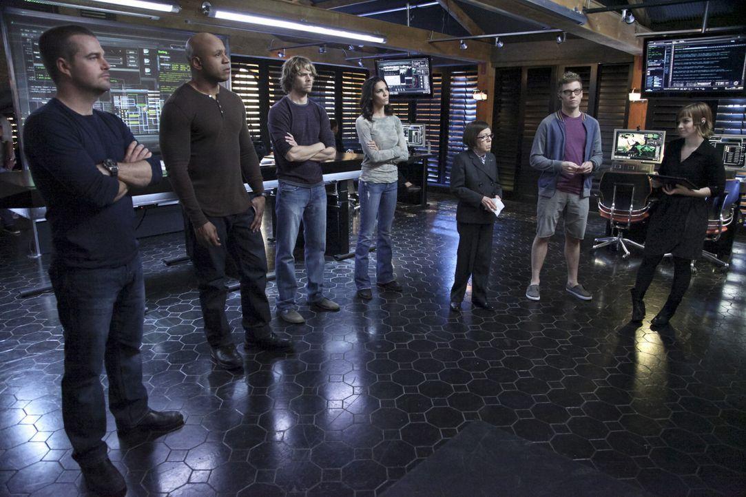 Ermitteln in einem neuen Fall: (v.l.n.r.) Callen (Chris O'Donnell), Sam (LL Cool J), Deeks (Eric Christian Olsen), Kensi (Daniela Ruah), Hetty (Lind... - Bildquelle: CBS Studios Inc. All Rights Reserved.