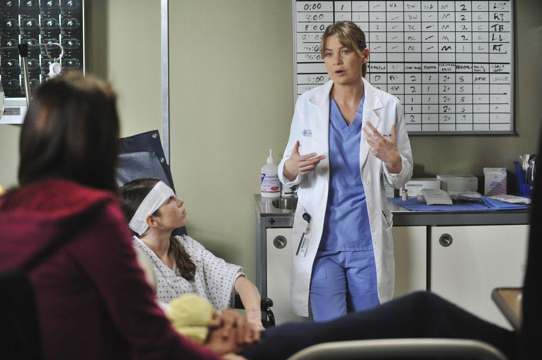 Meredith (Ellen Pompeo, r.) kümmert sich um Abby (Saige Ryan Campbell, M.), Lily (Stella Maeve, l.) und Michael, deren Eltern bei dem schweren Auto... - Bildquelle: ABC Studios