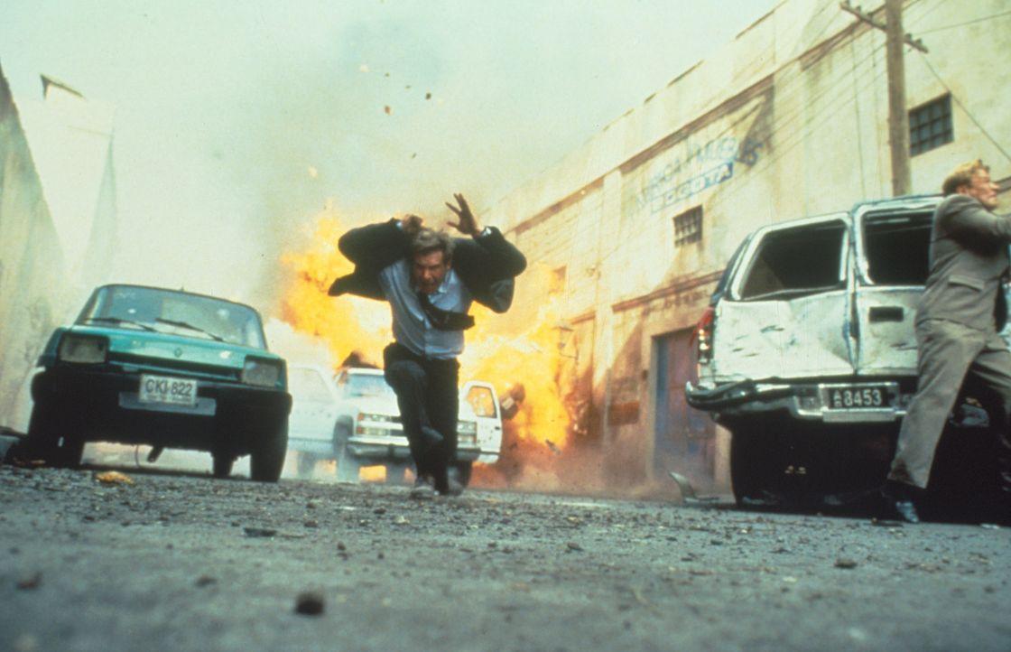 Rush Hour in Bogotá: ein kleiner Hinterhalt für CIA-Agent Jack Ryan (Harrison Ford). - Bildquelle: Paramount Pictures