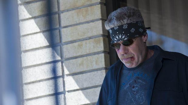 Clay (Ron Perlman) will die Sache endlich zu Ende bringen und Zobelle töten ....