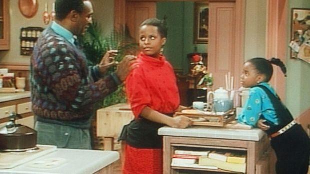 Cliff (Bill Cosby, l.) hat Frühstück für Clair gemacht, und Vanessa (Tempsett...