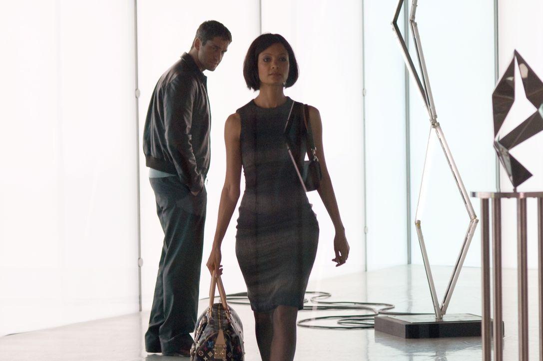 Mehr als nur Geschäftspartner: Stella (Thandie Newton,r.) und One Two (Gerald Butler, l.) ... - Bildquelle: Warner Bros.