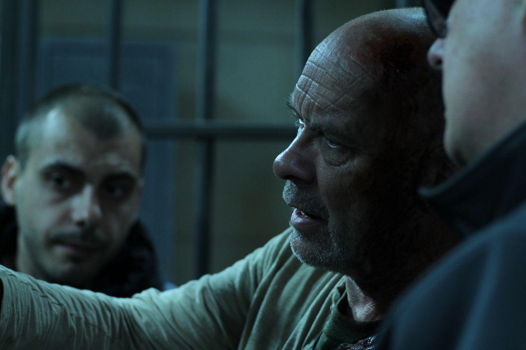 Hauptdarsteller Doug Bradley, M. während der Dreharbeiten ... - Bildquelle: Constantin Film Verleih GmbH