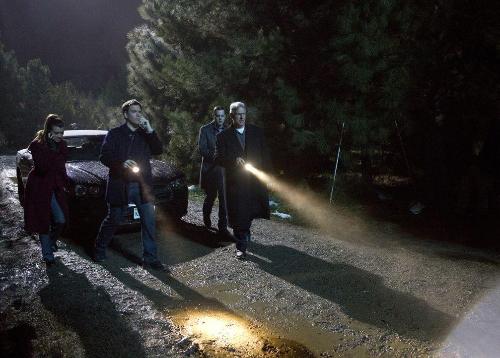 Beeilen sich, um Ducky und Jimmy ausfindig zu machen, die beim Abtransport einer Leiche verschwunden sind: (v.l.n.r.) Ziva (Cote de Pablo), Tony (Mi... - Bildquelle: CBS Television