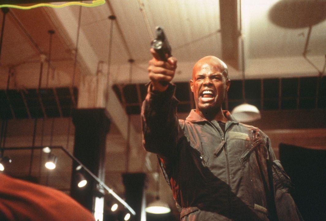Eigentlich erhält Sgt. James Dunn (Keenen Ivory Wayans) den Auftrag, einen der Nation schädlichen Industriellen zu erschießen. Doch dann wird die... - Bildquelle: New Line Cinema
