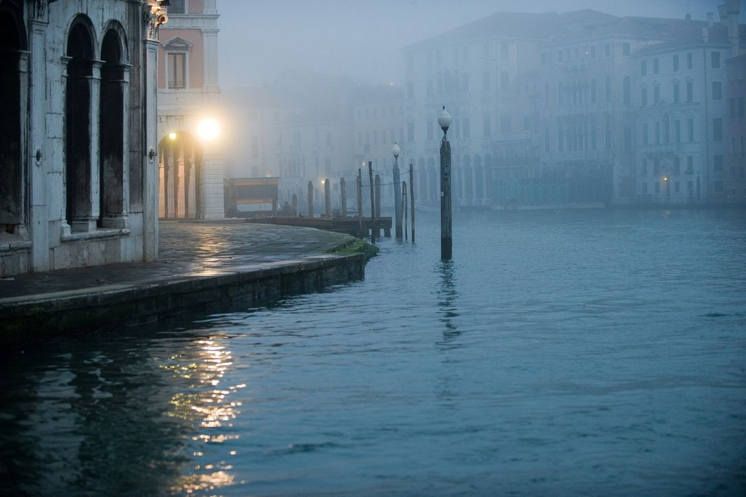 In der Lagunen-Stadt Venedig muss sich Elise Clifton entscheiden, ob sie der Liebe zu Alexander Pearce bei all den Veränderungen treu bleiben will... - Bildquelle: CPT Holdings, Inc.  All Rights Reserved.